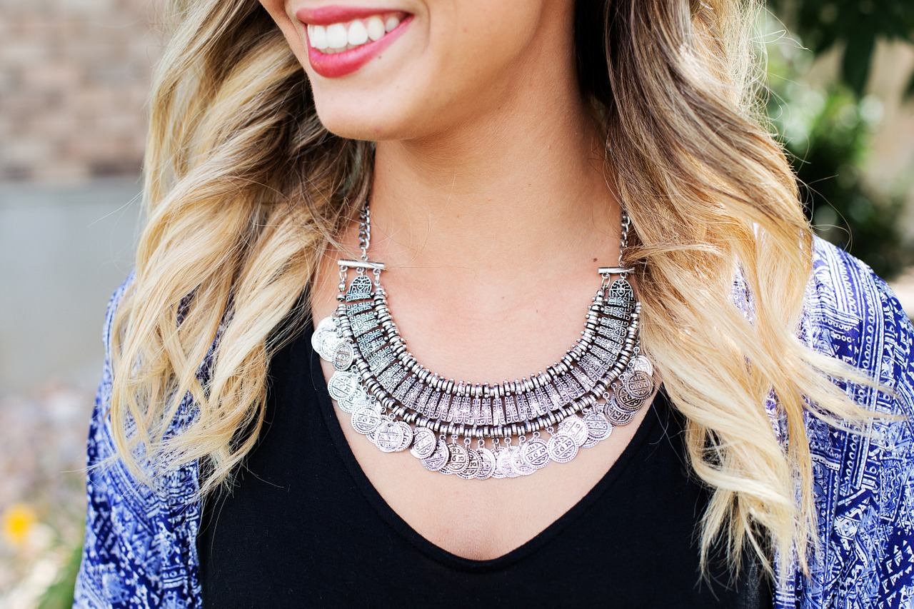 necklace, tribal, blonde, jewelry, lipstick, smile, happy, beauty, fashion, woman, girl