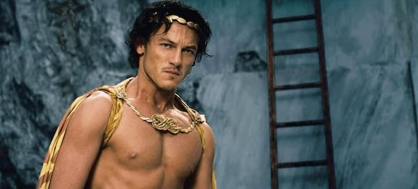 Luke Evans photos that'll basically make you pregnant, sexy Luke Evans pictures, hot photos of Luke Evans, hot pics of Luke Evans