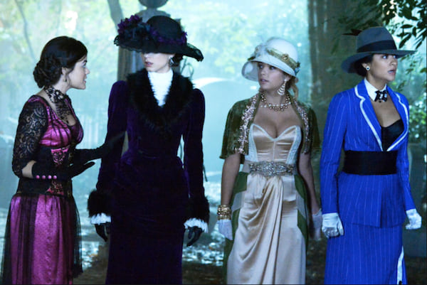 20-Halloween-Costumes-Inspired-By-The-Pretty-Little-Liars