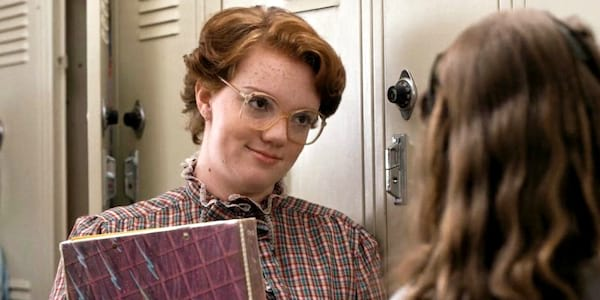 Shannon Purser as Barb in Netflix's Stranger Things talking to Natalia Dyer's character Nancy, movies/tv