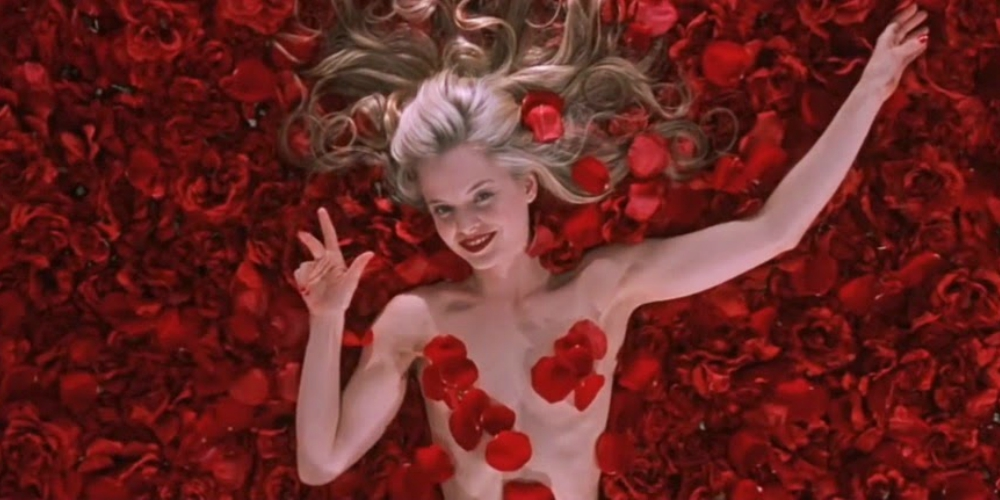 Menu Suvari covered in rose petals in the Oscar-winning picture American Beauty, movies/tv