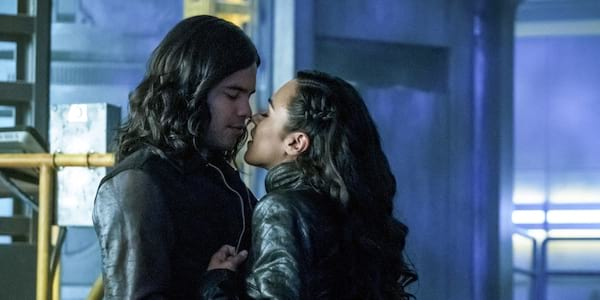 Cisco and Gypsy from The Flash kissing., movies/tv, pop culture, wdc-slideshow