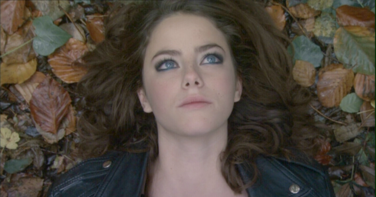 Effy Stonem laying in a pile of leaves in her leather jacket on an episode of E4's Skins, movies/tv