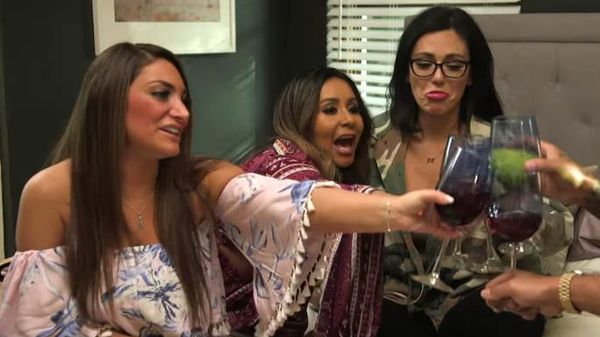 where to watch jersey shore family vacation online, wdc-slideshow, movies/tv, pop culture