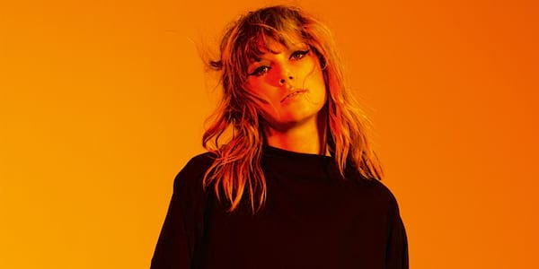 Taylor Swift in a black shirt., science & tech, Music, celebs, wdc-slideshow