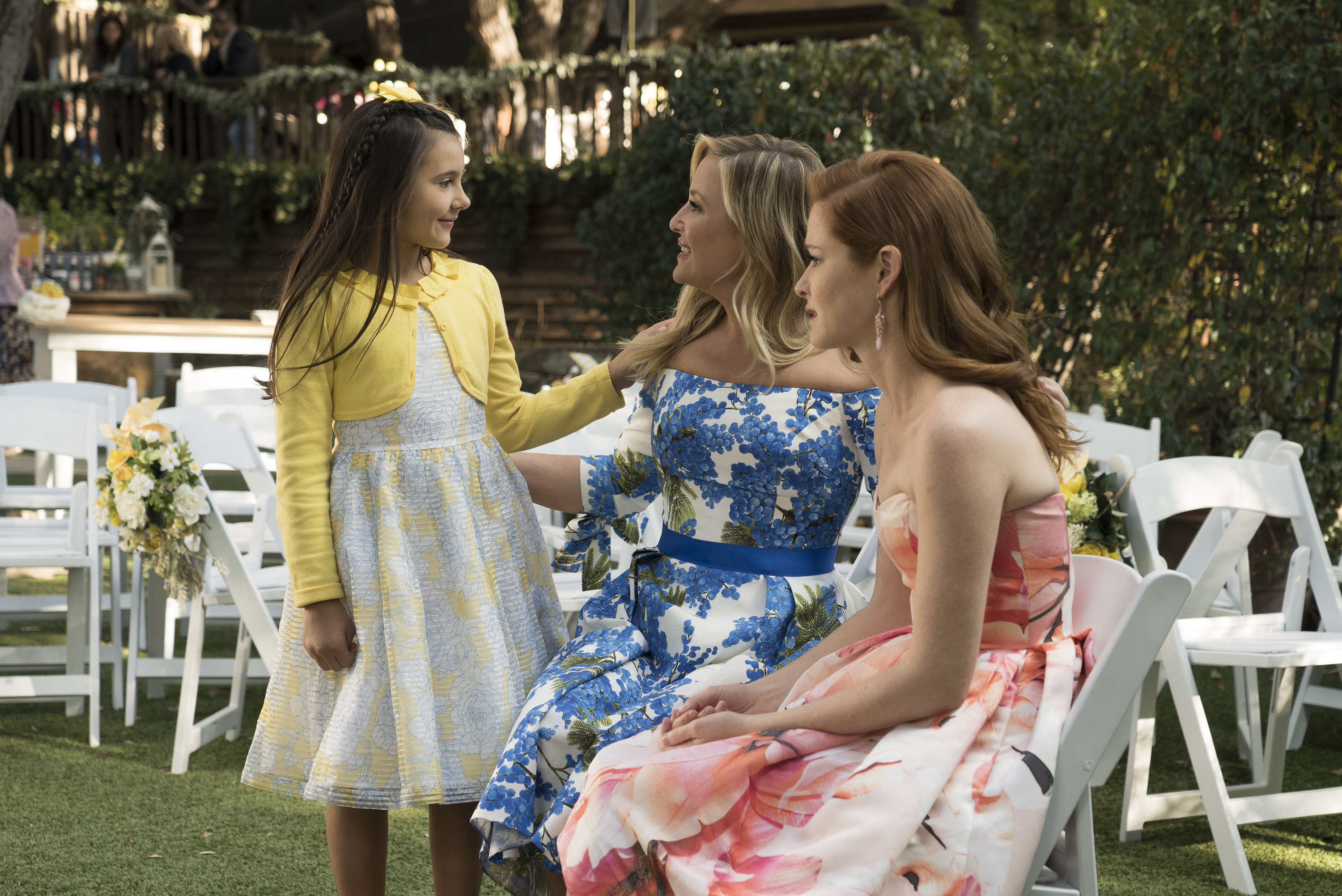 Sofia talking to Arizona and April at Jolex Wedding