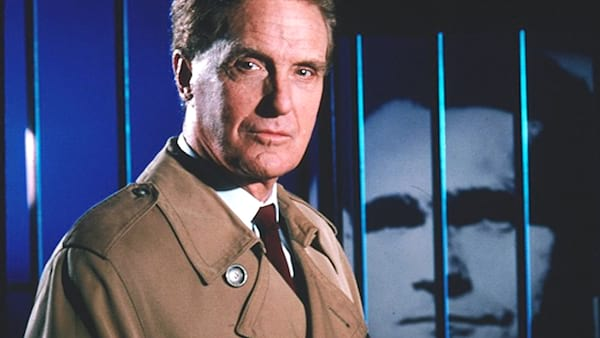 tv, 90s Tv shows, Unsolved Mysteries, robert stack