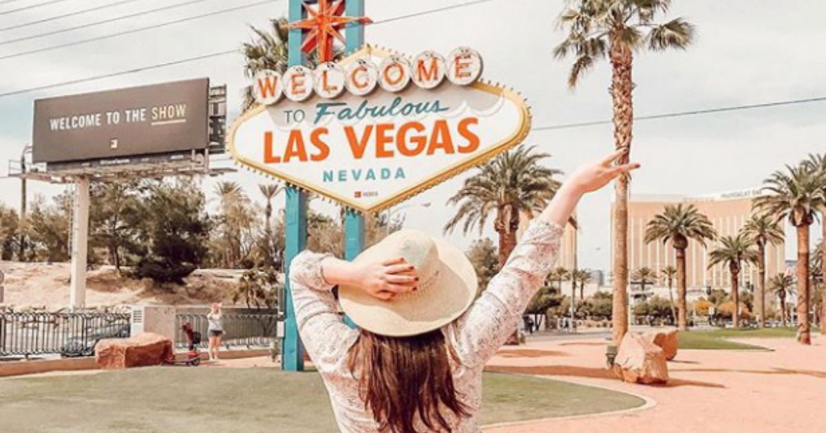 Girl posing in front of the 'Welcome to Fabulous Las Vegas, Nevada' sign