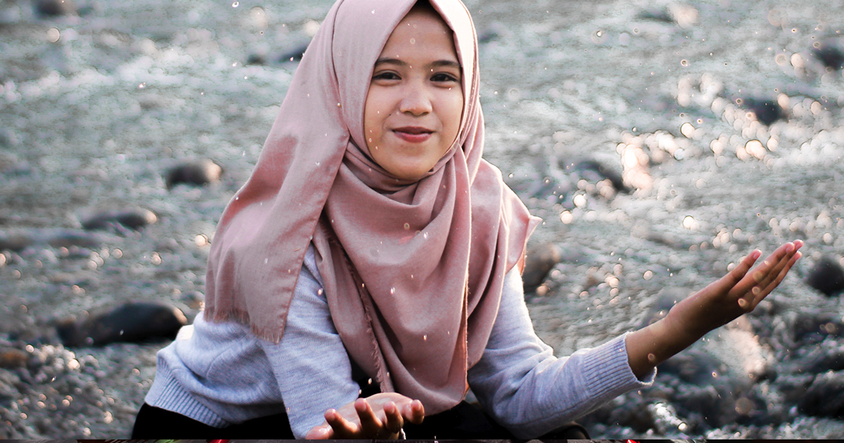 river instagram captions, quotes, puns, floating, girl with hijab playing in river, rafting