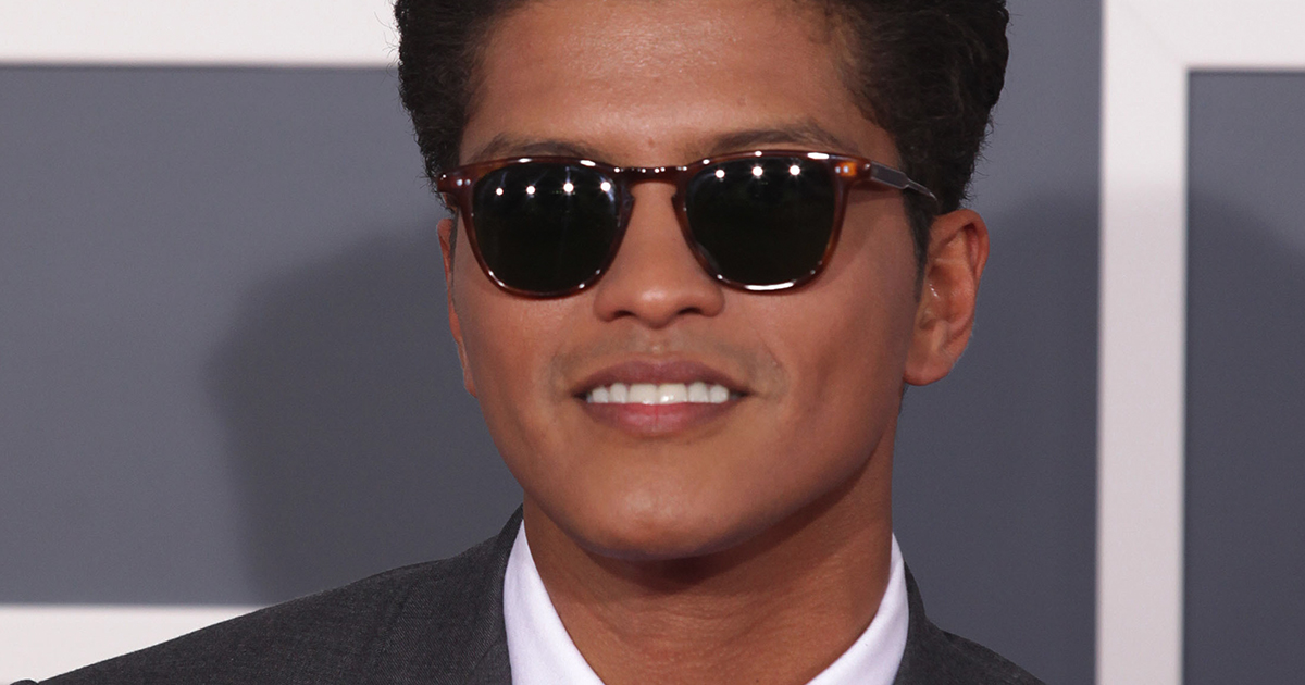bruno mars at the red carpet with sunglasses and smiling, bruno mars instagram captions, lyrics, quotes