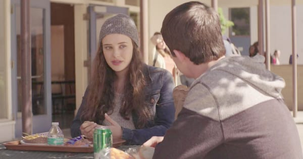 Clay and Hannah eating at lunch together during a scene in 13 Reasons Why