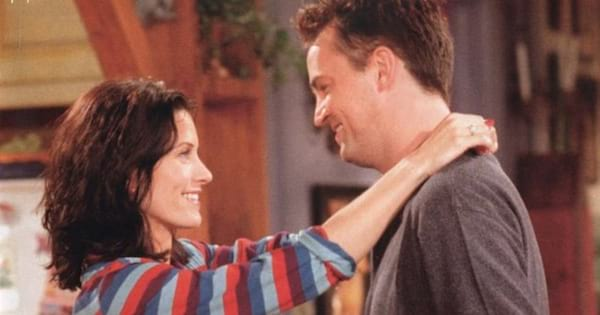 Monica and Chandler staring lovingly into each other's eyes on an episode of Friends