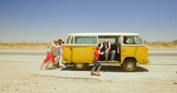 The family pushing the yellow van in Little Miss Sunshine (2006)