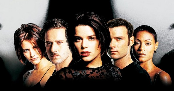 Scream 2 Cast lined up serious faces
