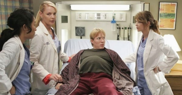 pregnant man on grey's with izzie meredith and cristina around table