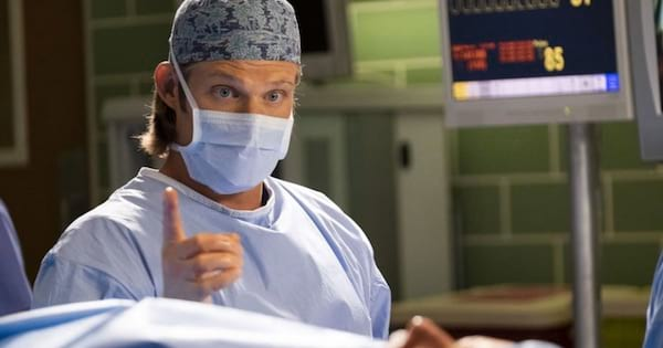 Grey's Anatomy season 15, Chris Carmack in OR with scrub mask