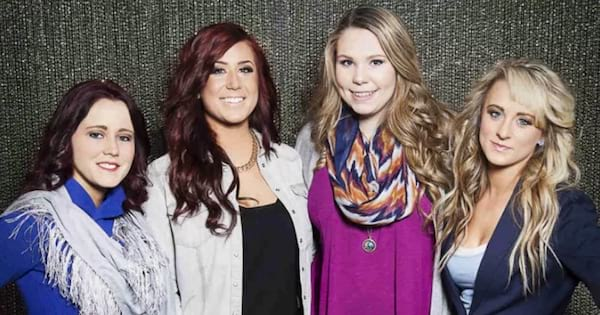 cast of teen mom lined up smiling, best pregnancy tv shows ranking