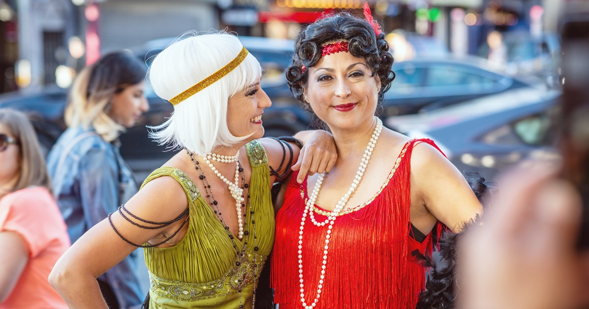 Easy DIY couples costumes, two white women dressed as flappers for Halloween, fashion, culture
