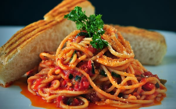Spaghetti in red sauce with bread.