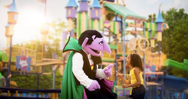 The Count and a young girl at Sesame Place