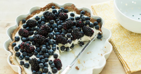 blueberry and black berry pie