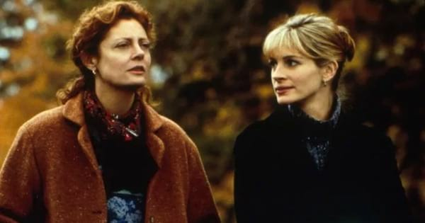 stepmom julia roberts and real mom standing outside together