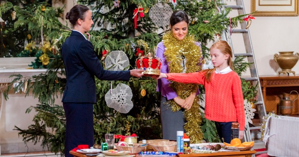 allie, a young girl, and a woman who are holding a crown together standing by the christmas tree, hallmark movies