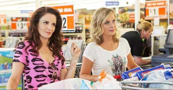 Amy Poehler and Tina Fey shopping together in the movie Sisters