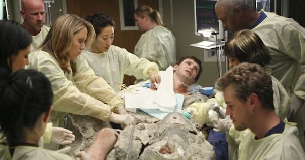 boy trapped in cement while doctors operate on him in grey's anatomy season 4
