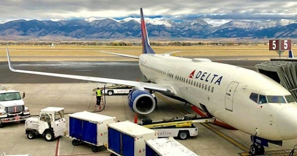 delta air lines plane on tarmac, airline