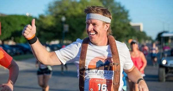 chip gaines running outside with his thumb up, hgtv stars