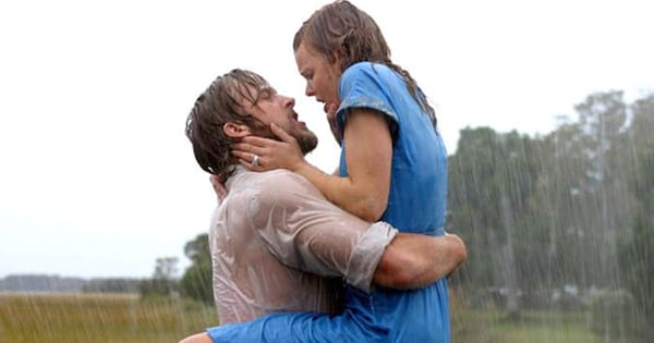 Noah and Allie making out in the rain during a scene from The Notebook