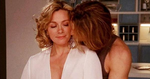 Smith kissing Samantha on the cheek in a scene from Sex and the City