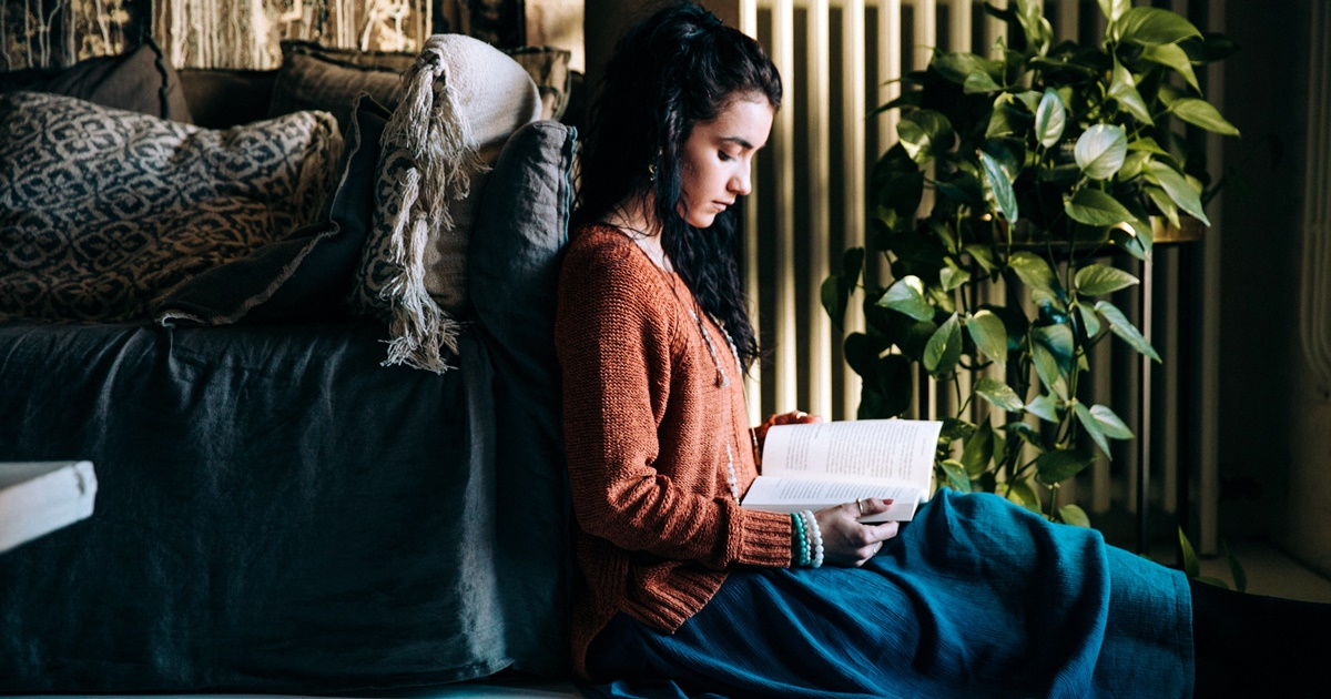 Adventure Romance Novels, image of a woman in profile reading a book, books, wdc-slideshow