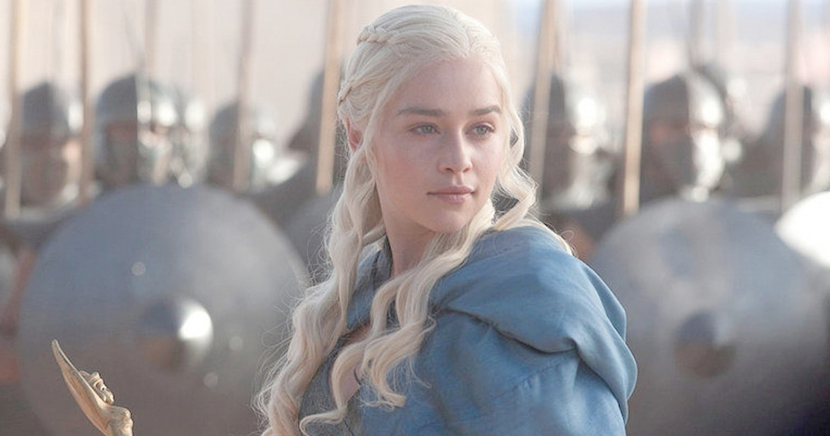 Daenerys Targaryen standing in front of an army of soldiers holding a gold sceptre
