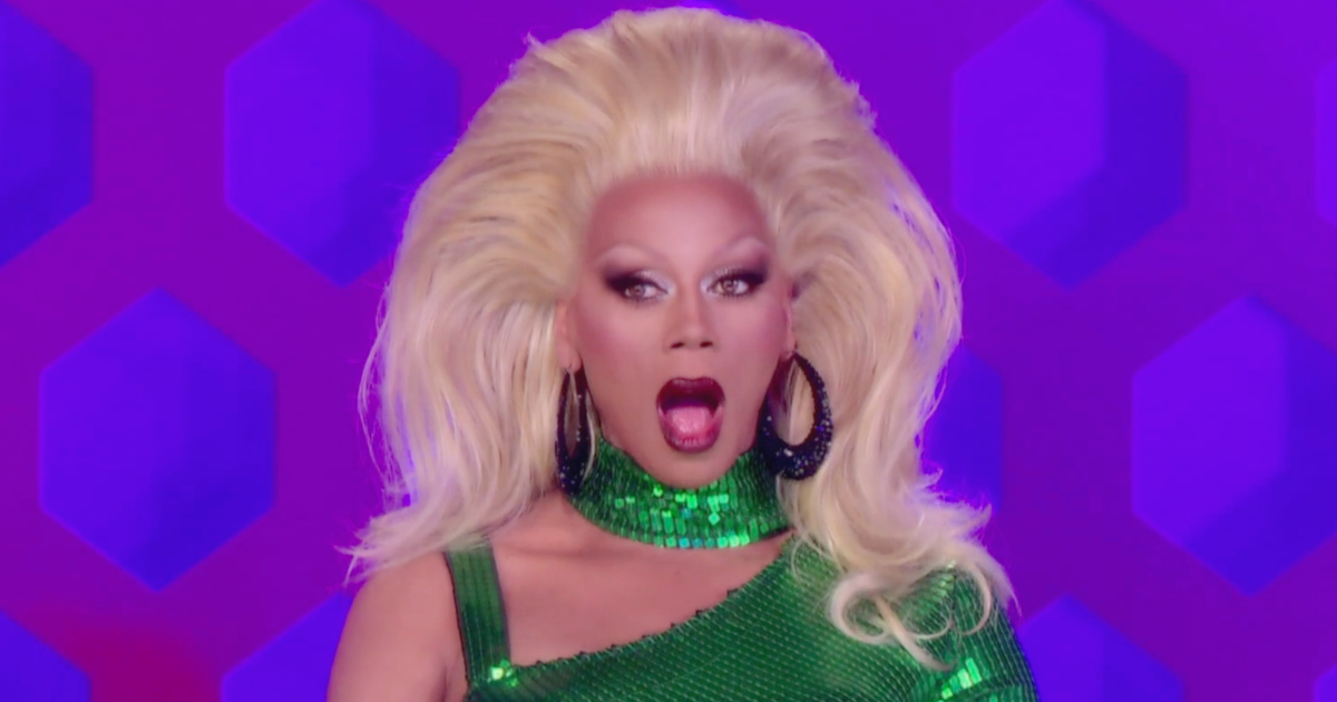 RuPaul shocked at Roxxxy Andrews taking off her wig to reveal another one during an episode of 'Drag Race'