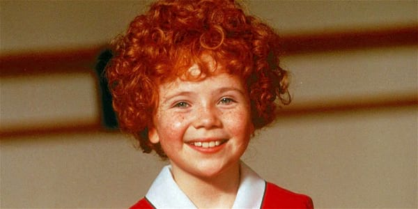 annie, theatre, musical, signing, play, child, smile