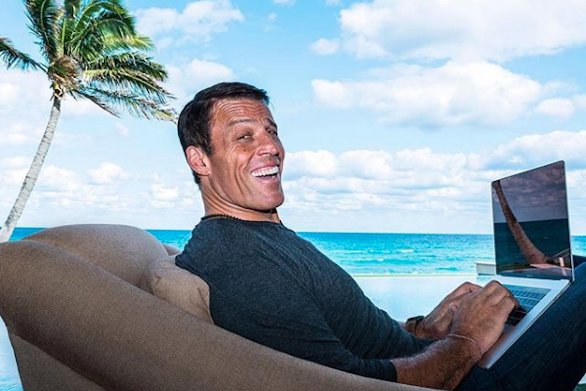 tony robbins smiling with laptop by beach quotes