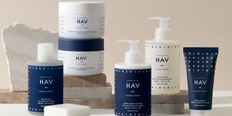 Skandinavisk Hav products lined up in navy blue behind a nude backdrop for a promotional picture