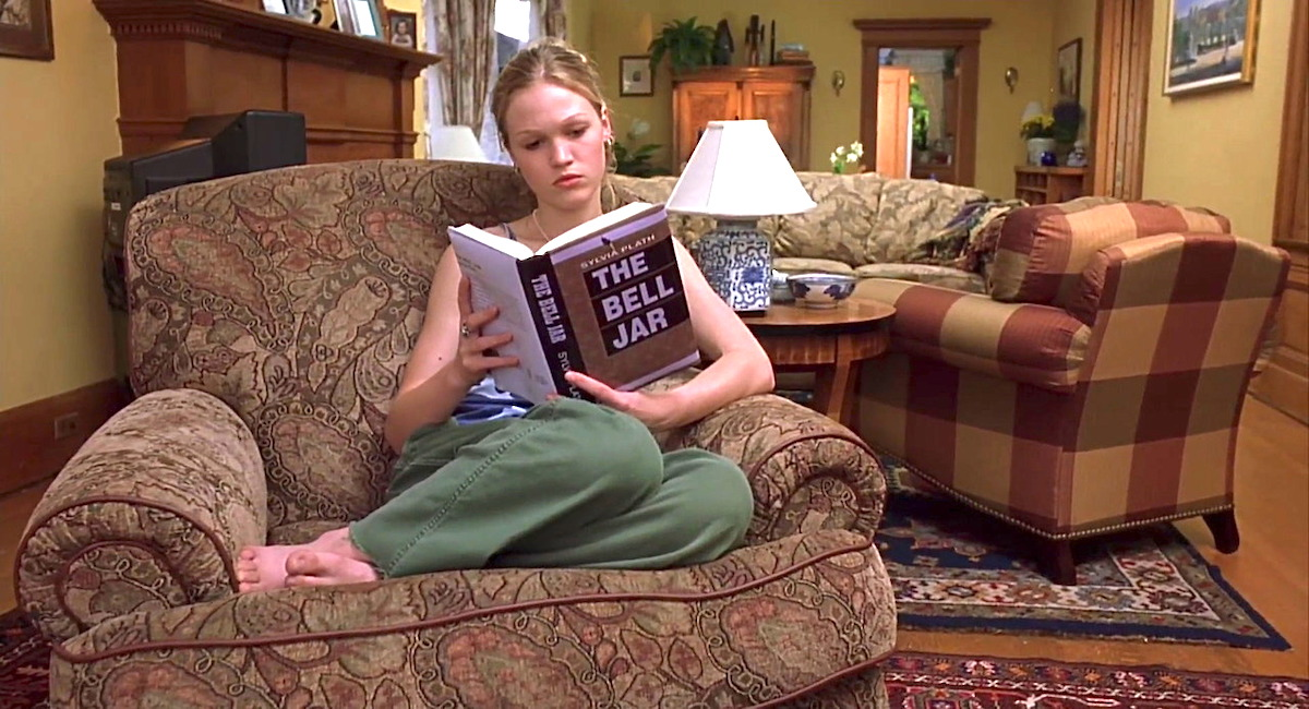 Julia Stiles in 10 Things I Hate About You reading the Bell Jar by Sylvia Plath