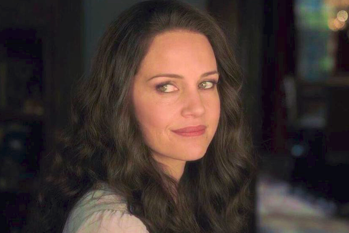 Carla Gugino as Olivia Crain in the Netflix TV adaptation of Shirley Jackson's, the haunting of hill house