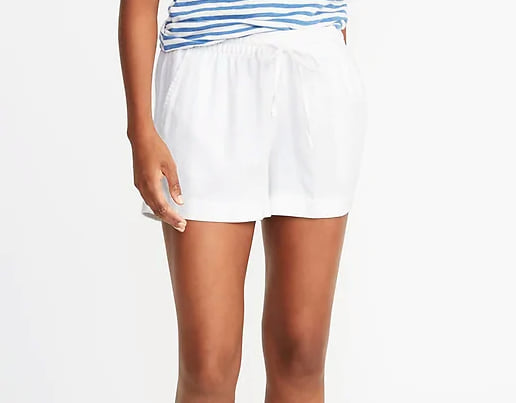 Woman wearing the Mid-Rise Linen-Blend Shorts for Women from Old Navy