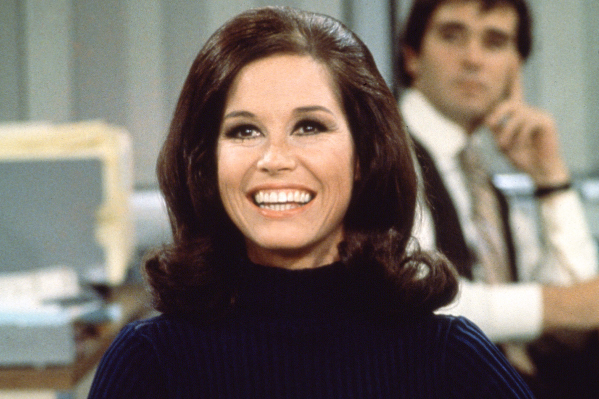 Mary Tyler Moore smiling in a blue sweater on the Mary Tyler Moore Show