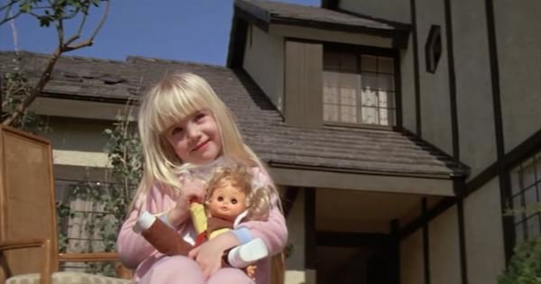 Carol Anne standing in front of the home in 'Poltergeist'