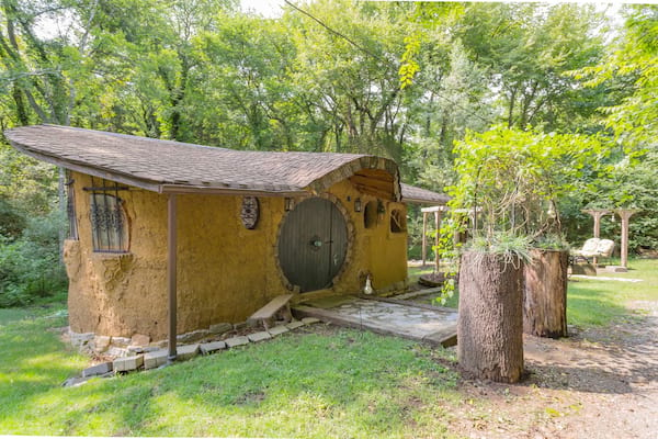 hobbit sized airbnb lord of the rings tennessee