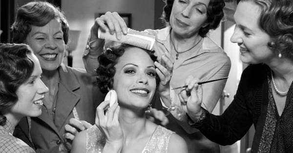 Peppy Miller getting her makeup done by a team of people in 'The Artist'