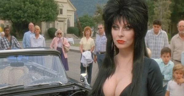 Elvira surrounded by townspeople in 'Elvira: Mistress of the Dark'