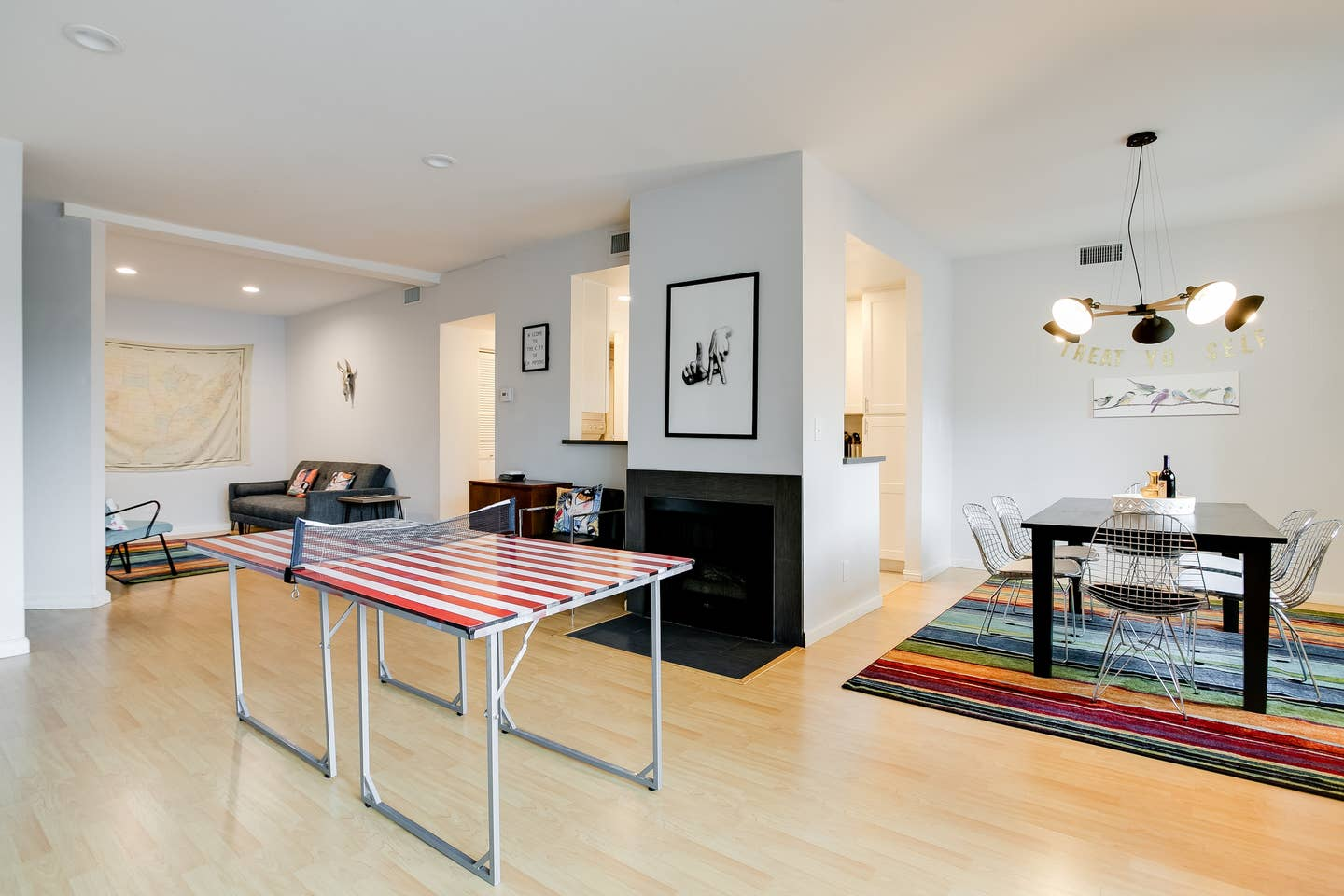 kitschy airbnb los angeles