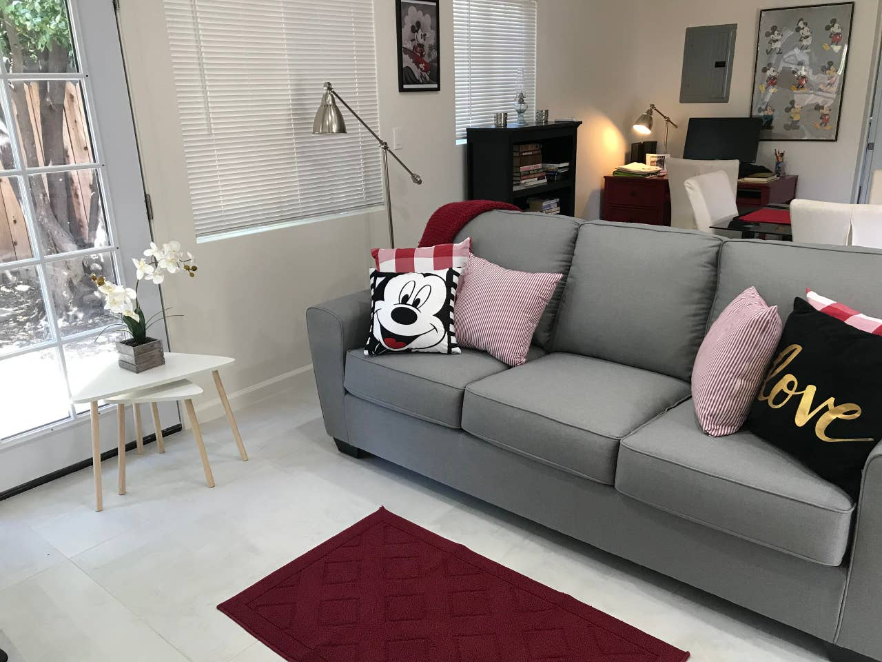 mickey mouse house los angeles airbnb