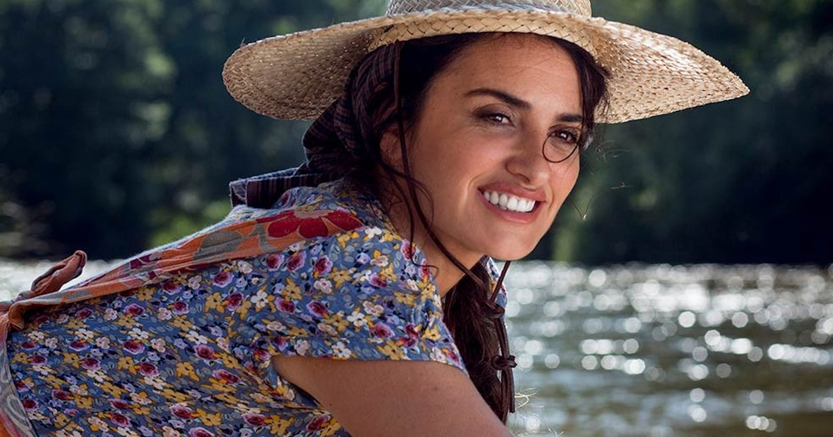 penelope cruz smiling wearing hat in pain and glory movie
